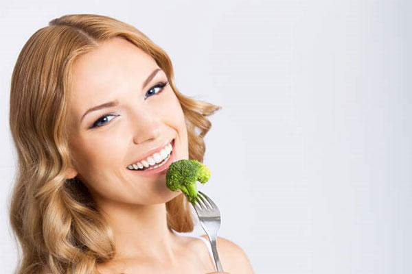 Eating-Broccoli